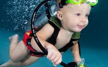 Fotos von Seth Casteel – So schwimmt der Taucher-Nachwuchs