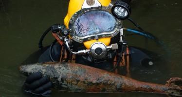 Berufstaucher Thomas Borchert sucht Bomben unter Wasser