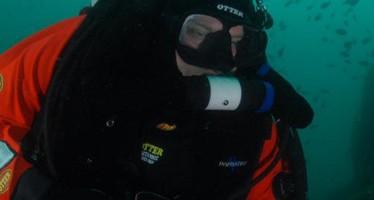 dive and paint – Charity-Taucher malen unter Wasser für den guten Zweck