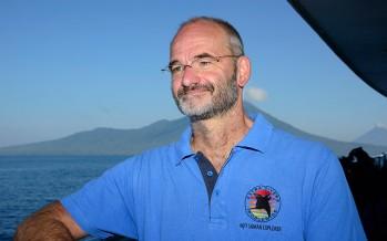 Meeresbiologe Barney Seier begleitet Gäste bei Tauchsafaris