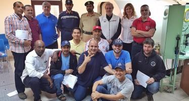 DAN EUROPE BILDET DAS RETTUNGSTEAM DER POLIZEI IN DUBAI IN DER BEDIENUNG SEINER DRUCKKAMMER AUS